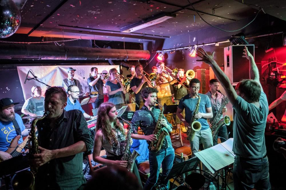 Jazz Lab Sommersause mit der Bigband Jazzkombinat und Anna Lena Schnabel.